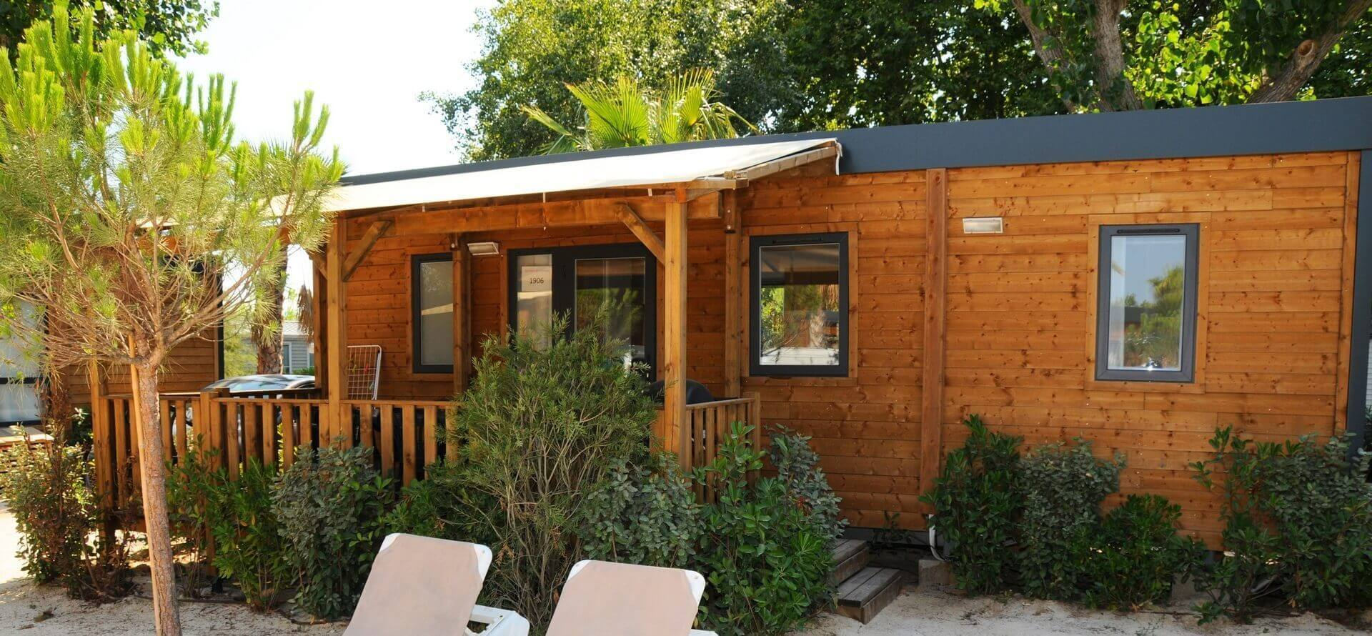 Mobile home rental in port grimaud bay of saint tropez for Mobil chalet
